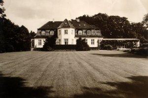 Garden front of 2 Bernstorffslund Alle, 1967.
