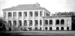 The large house at Swatow, built in the 1850s, bought by the British government in 1863, and converted into the consulate, with its offices in the single-storey wing.