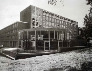 The completed offices in 1960, with the conference room - known as the Rotunda - in the foreground.