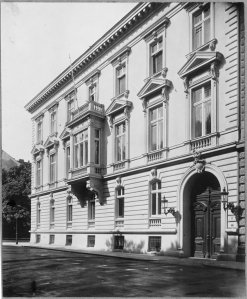 Embassy frontage to Metternichgasse.