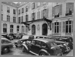 Courtyard of Pereire House, 1964