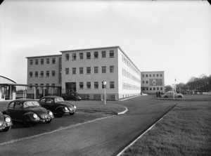 Bonn offices, 1953. Free-standing canteen building is to the left.