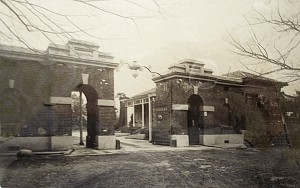 Main compound entrance with clerks' quarters beyond. 1911.