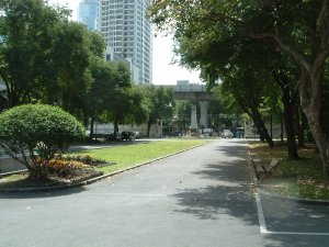 View south from centre of compound, with Skytrain over Ploenchit Road, 2003.