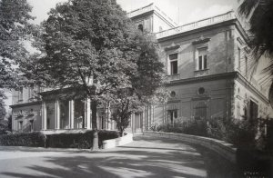 Entrance front to the villa, 1947.