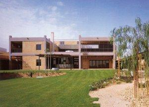 Residence from the garden, 1985.