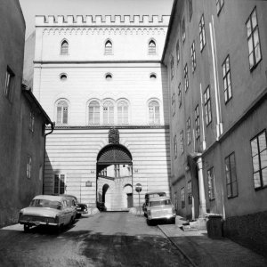 Entrance to the Thun palace, 1958.