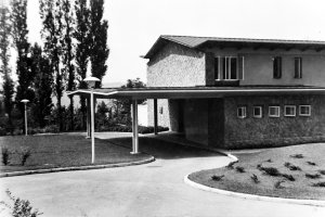 Residence porte cochere and entrance, 1964.