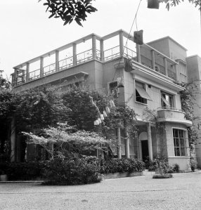 The residence, with its entrance to the left, 1965
